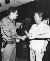 И.С. Глазунов и координатор Руководящего совета Сандинистского фронта национального освобождения Даниэль Ортега на выставке художника в Манагуа