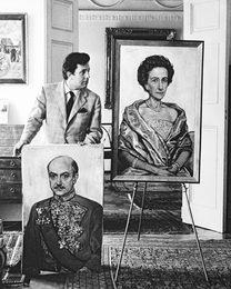 Илья Глазунов после окончания работы над портретом посла Дании в СССР Хольтена Эггерта и его супруги