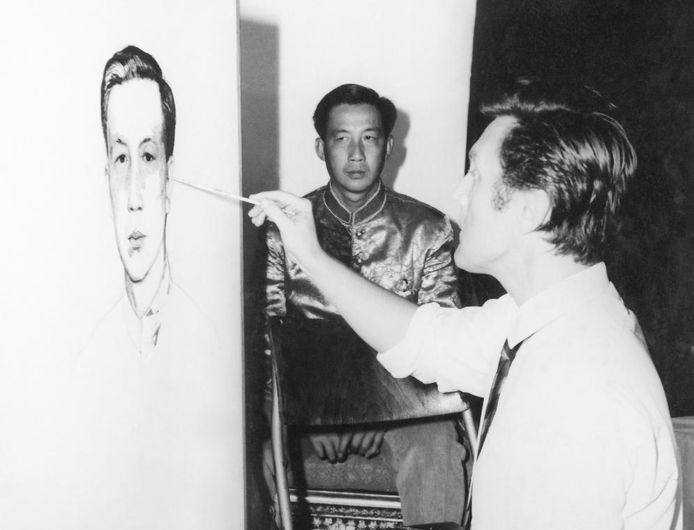 Илья Глазунов пишет портрет наследного принца Лаоса Вонг Саванг Ваттхана