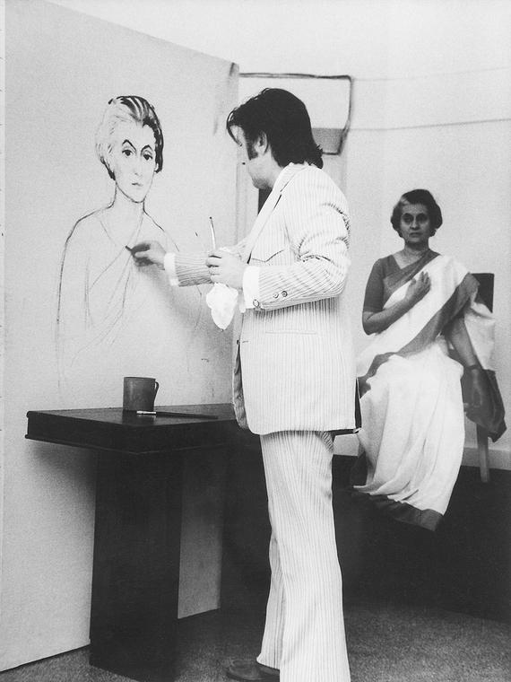 Илья Глазунов за работой над портретом премьер-министра Индии Индиры Ганди
