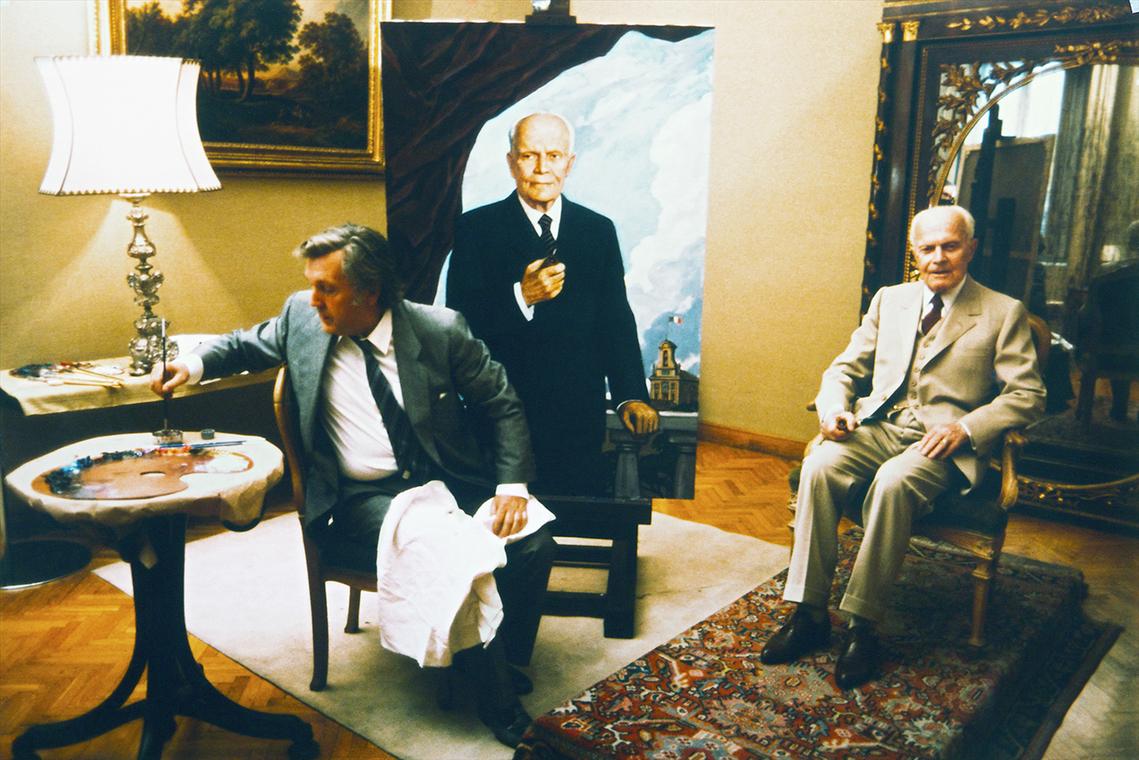 Президент Италии Алессандро Пертини позирует И.С. Глазунову