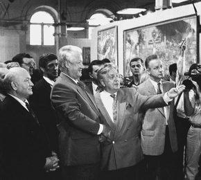 Президент РФ Б.Н. Ельцин и мэр Москвы Ю.М. Лужков на выставке работ И.С. Глазунова