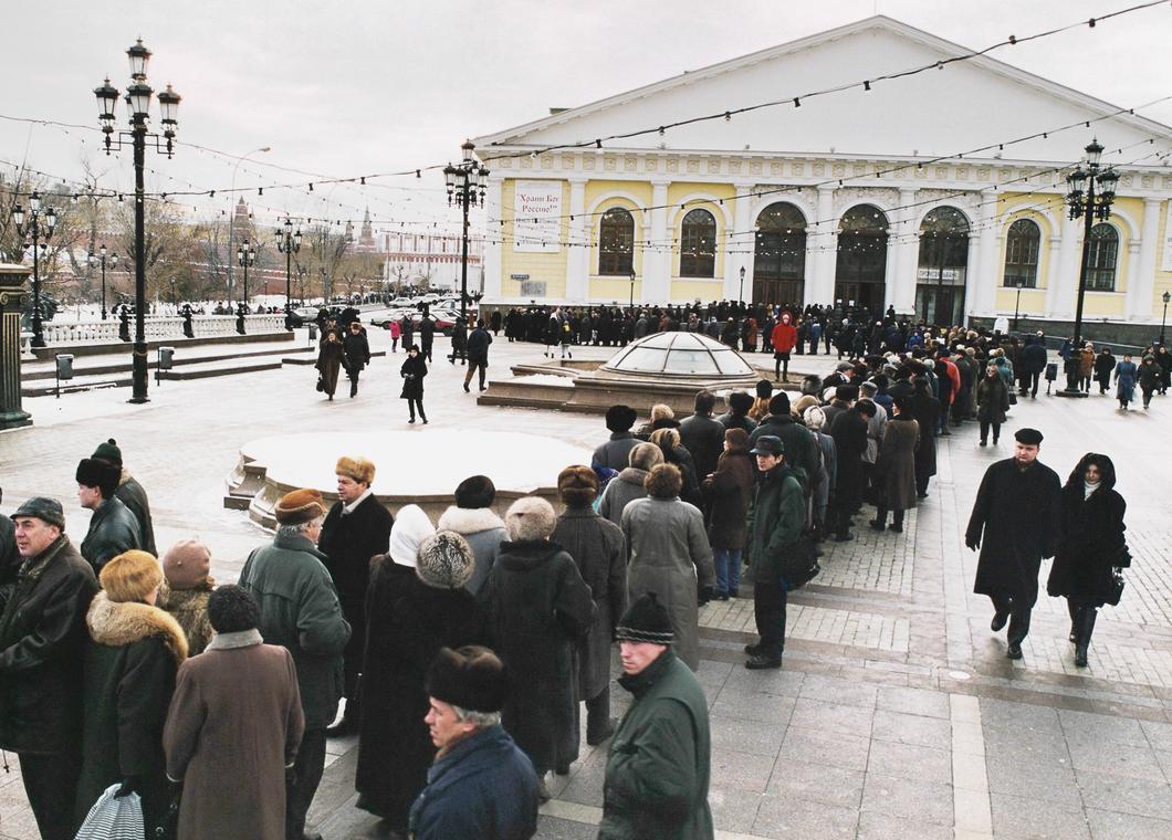 Очередь на выставку Ильи Глазунова в Манеже
