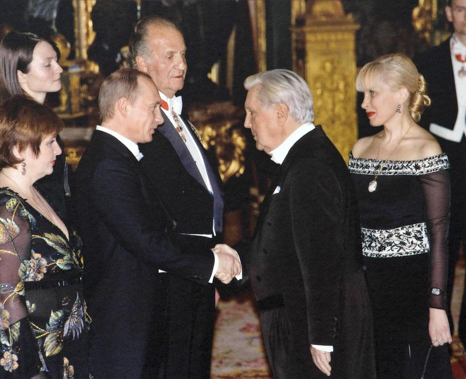 Король Испании Хуан Карлос I, принцесса Летиция, президент Российской Федерации В.В. Путин с супругой, И.С. Глазунов, И.Д.Орлова в Испании