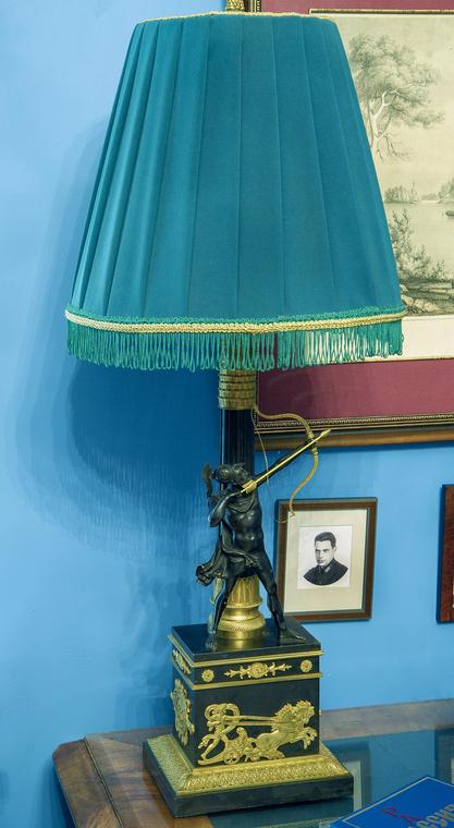 Лампа «Римский воин, натягивающий тетиву лука». Россия. Первая четверть XIX века