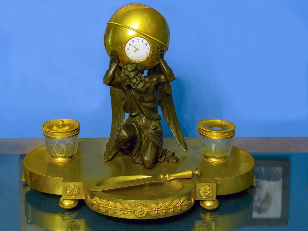Часы «Сатурн, держащий земной шар» с подставкой. Письменный прибор. Франция, г. Париж