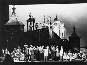 Илья Глазунов, сотрудники Штаатсопер и актеры оперы А.П. Бородина «Князь Игорь»