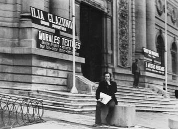 И.С. Глазунов перед зданием Музея изящных искусств в Сантьяго  Чили, Сантьяго