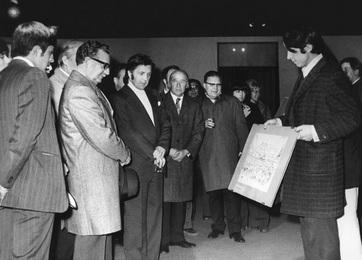 Президент Сальвадор Альенде на выставке И.С. Глазунова. Чили, Сантьяго